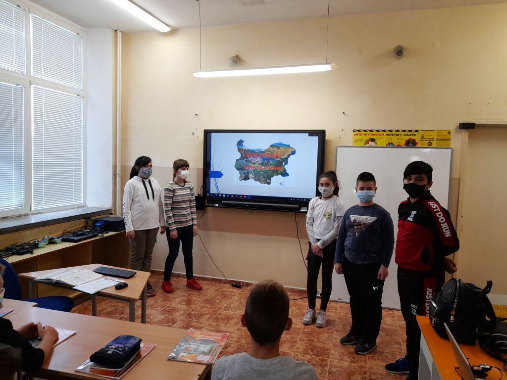 """Учениците от клуб """"Дигитален свят"""" към проект """"Образование за утрешния ден"""" представиха своите последни проекти  - голяма снимка"""