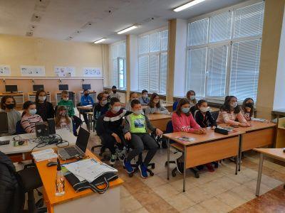 """Учениците от клуб """"Дигитален свят"""" към проект """"Образование за утрешния ден"""" представиха своите последни проекти  7"""