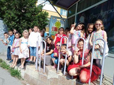 """С послания за опазаване на природата завършиха учебната година 1 """"а"""" клас от ОУ """"Иван С. Тургенев"""" 1"""