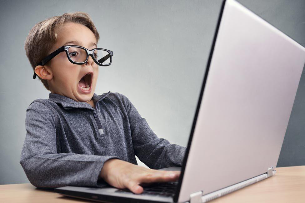 """Първокласниците в """"Тургенев"""" влизат в кибер света - голяма снимка"""